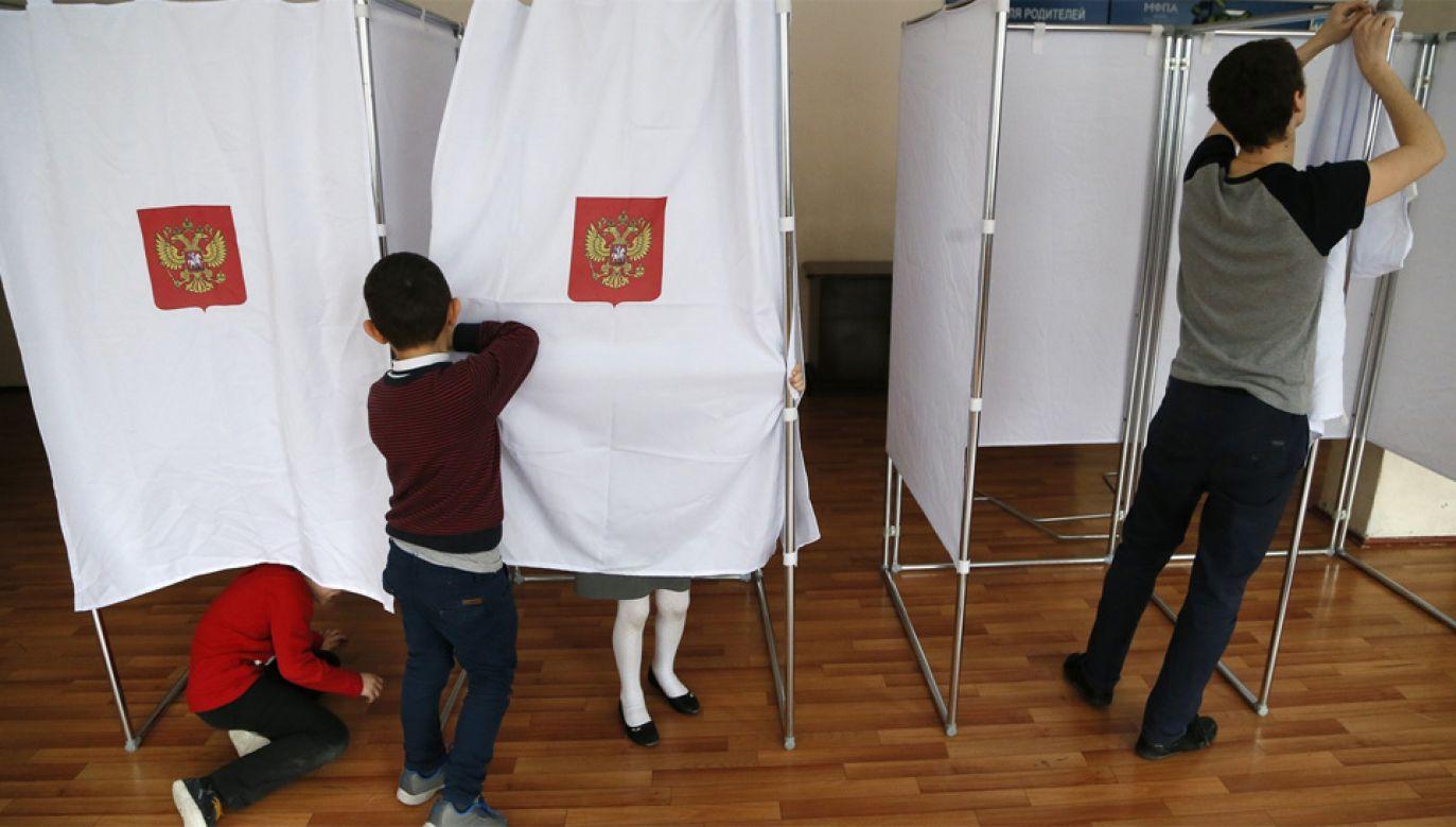 Rosja przygotowuje się do niedzielnej I tury wyborów prezydenckich (fot. PAP/EPA/MAXIM SHIPENKOV)