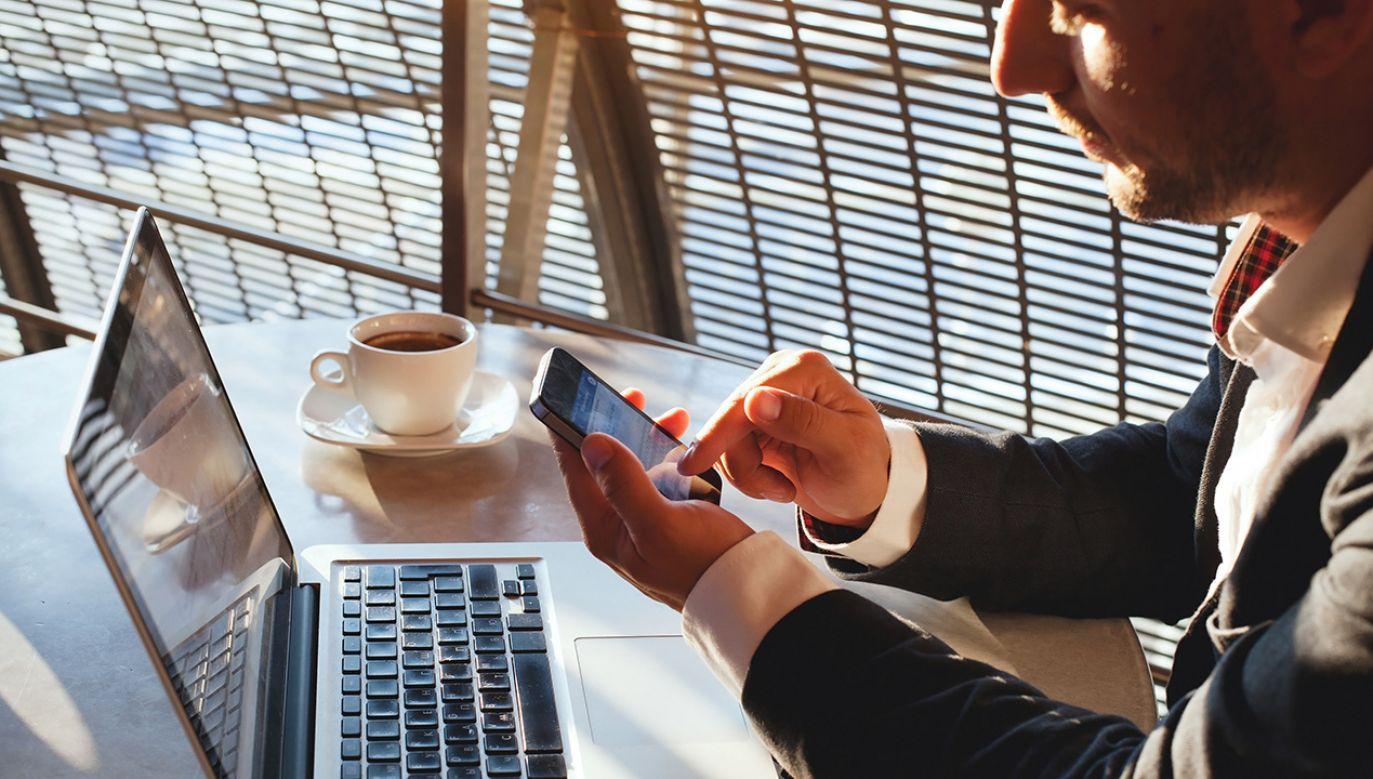 Firmy nie będą mogły śledzić pracowników na social media (fot. Shutterstock/Ditty_about_summer)