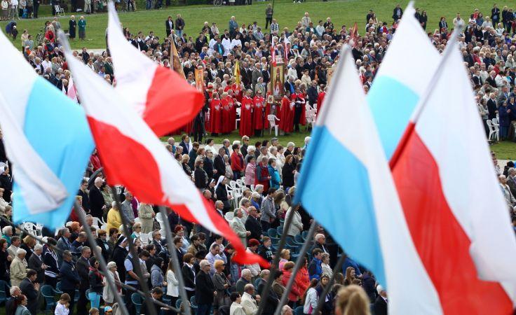 Wierni podczas uroczystości. Foto. PAP/Waldemar Deska