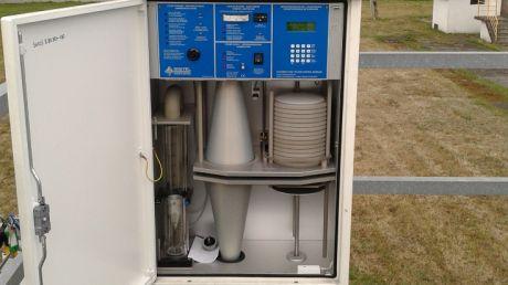 Wnętrze manualnej stacji badania jakości powietrza