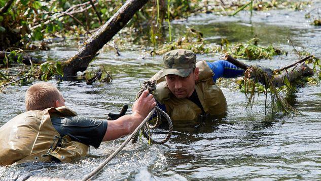 Wojsko pomaga usuwać skody po nawałnicach (fot. PAP/Adam Warżawa)