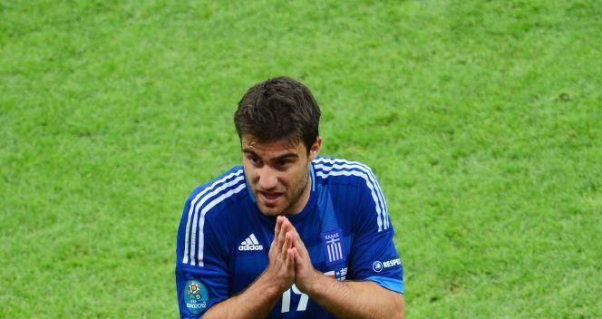 Sokratis Papastathopoulos nie mógł uwierzyć, że sędzia wyrzucił go z boiska (fot. Getty Images)