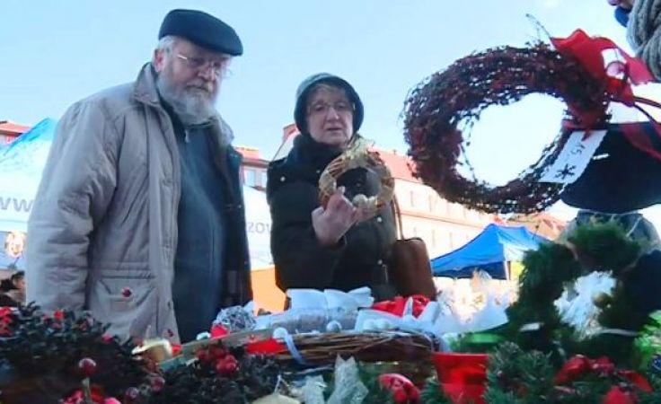 Sprzedaż bożonarodzeniowych rękodzieł wspomoże stowarzyszenia