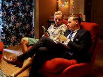 Czy po dniu pełnym sercowych dylematów pomoże męska rozmowa? (fot. A. Grochowska)