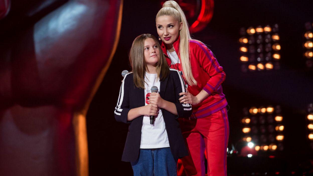Cleo doceniła chrypkę w głosie Eleny i jako pierwsza odwróciła swój fotel (fot. J. Bogacz/TVP)