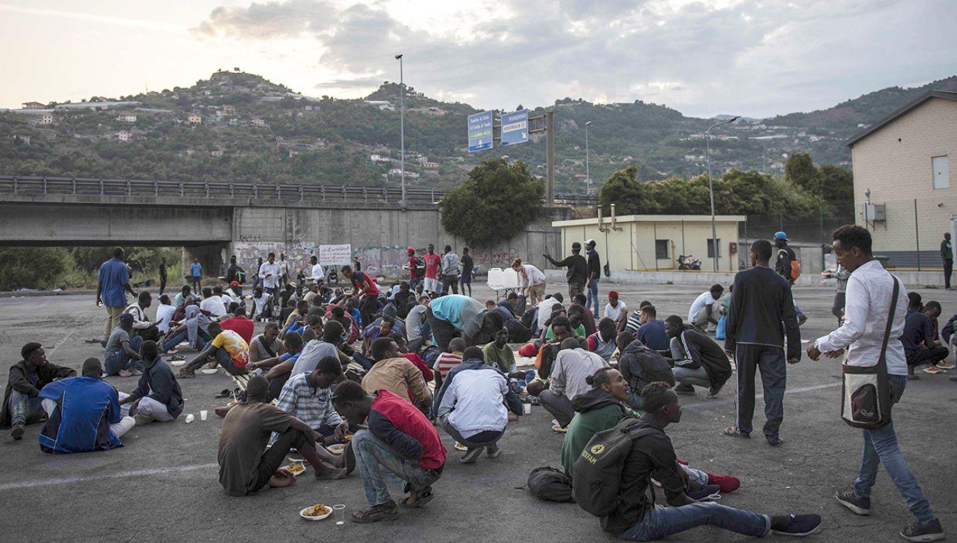 Afrykańscy migranci w obozie w Ventimiglia (fot. Iker Pastor/Anadolu Agency/Getty Images)