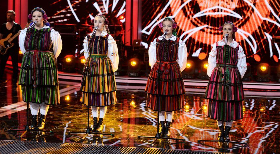 """Melancholia w ludowym wydaniu – to propozycja zespołu Tulia. Wokalistki wykonały utwór """"Jeszcze Cię nie ma"""" (Fot. J. Bogacz/TVP)"""