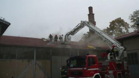 Pożar hali magazynowej w Ostródzie (fot. kppsp.ostroda.pl)