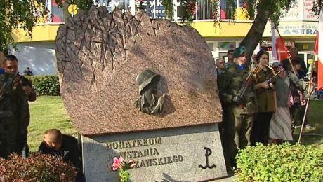 Po mszy uczestnicy przeszli przed pomnik Powstańców Warszawy