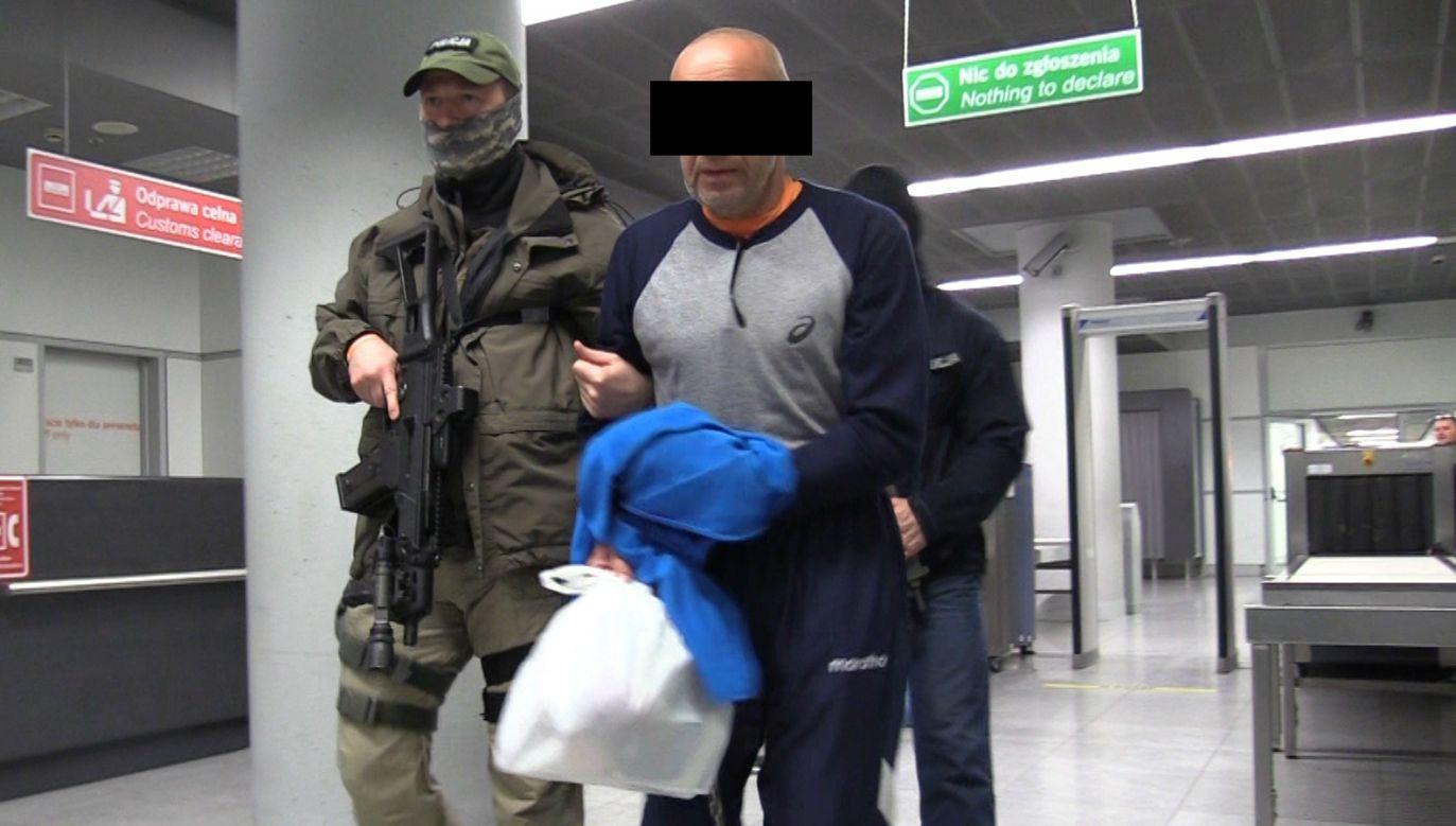 Roman G. po ekstradycji do Polski (fot. CBŚP)