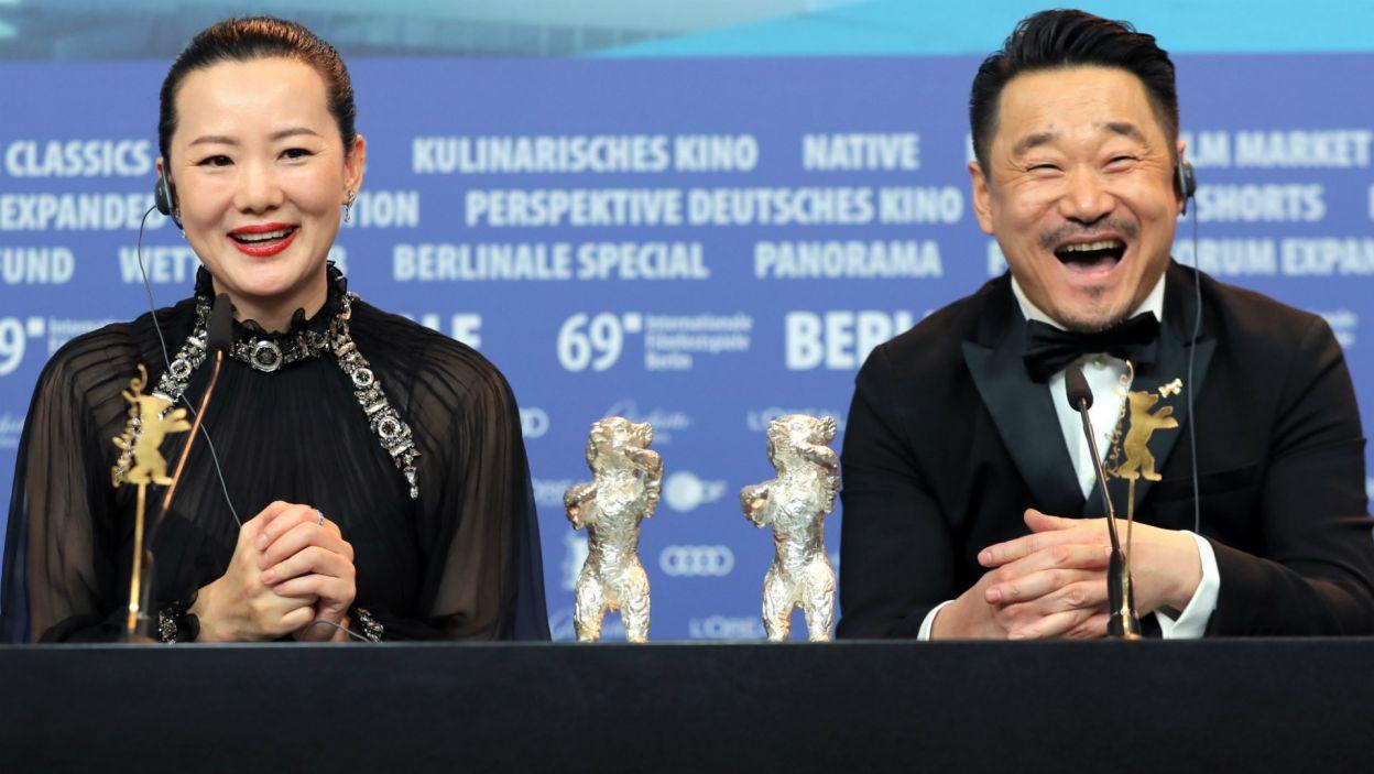 Yong Mei i Wang Jingchun ze Srebrnymi Niedźwiedziami dla najlepszych aktorów (fot. EPA/HAYOUNG JEON)
