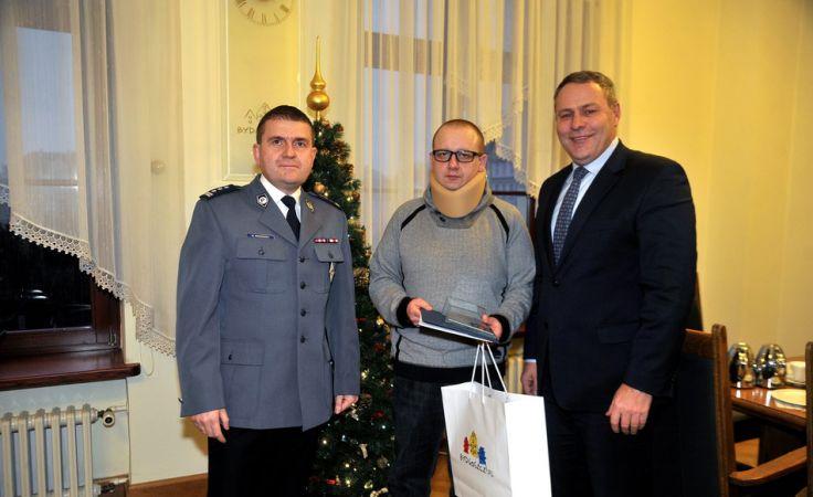 Krzysztof Staszak odebrał gratulacje od prezydenta miasta i komendanta miejsiego policji