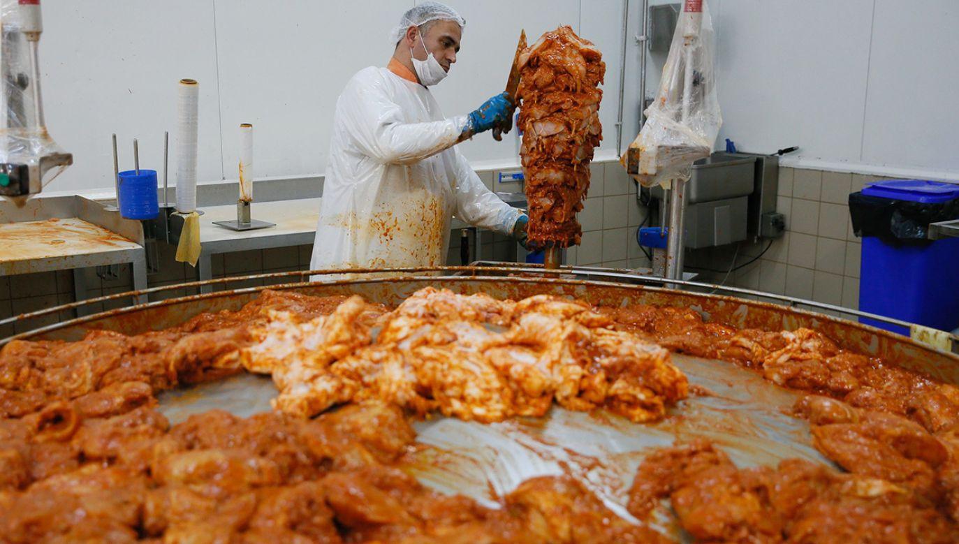 Decyzja oznacza, że Komisja Europejska może zezwolić na stosowanie w UE kwasu fosforowego, di- i trifosforanów oraz polifosforanów (E 338-452) w używanym w kebabach mięsie(fot. Evren Atalay/Anadolu Agency/Getty Images)