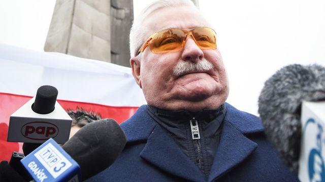 """Lech Wałęsa przeprasza za publikację zdjęć. """"W moim biurze był atak hakera"""""""