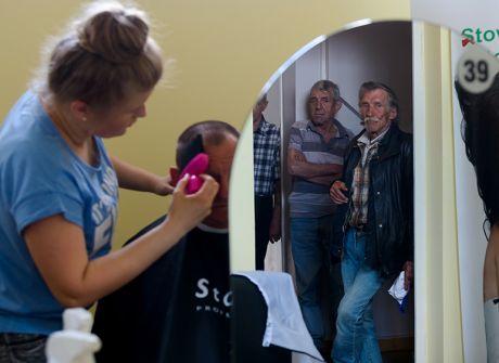 Akcja strzyżenia bezdomnych w Poznaniu