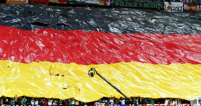 Wielka niemiecka flaga na trybunach gdańskiego obiektu (fot. Getty Images)