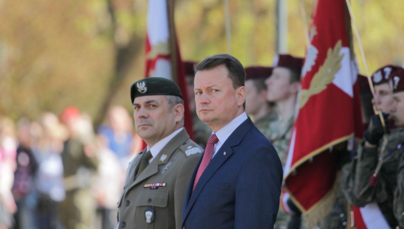 Szef MON Mariusz Błaszczak  i dowódca WOT gen. Wiesław Kukuła (fot. PAP/Tomasz Waszczuk)