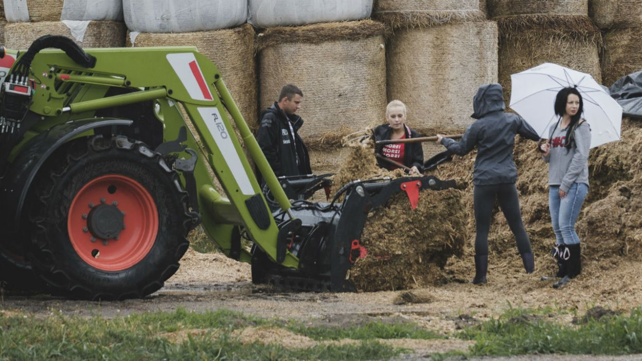 Krzysiek nie oszczędza dziewczyn. Kobieta na wsi musi odnaleźć się w każdej sytuacji! (fot. TVP)