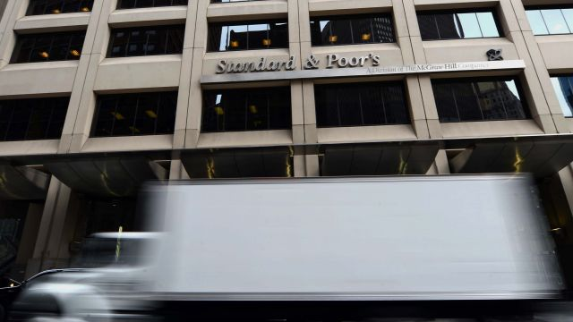 Agencja ratingowa obniżyła ocenę polskich banków. Przez podatki, wyższe koszty i frankowiczów