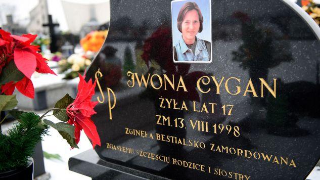 Grób Iwony Cygan. Nastolatka została zamordowana w nocy z 13 na 14 sierpnia 1998 r. (fot. arch.PAP/Paweł Topolski)