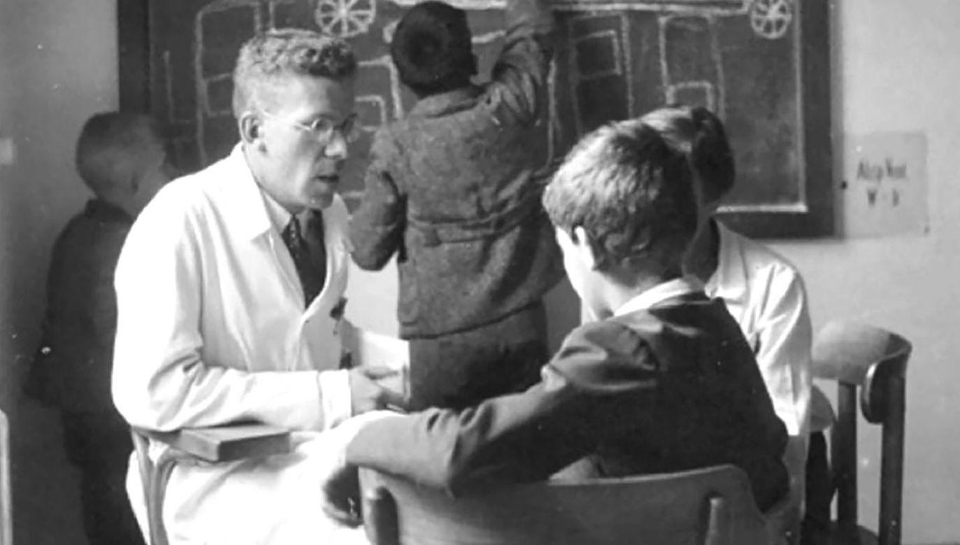 Hans Asperger w Klinice Dziecięcej Szpitala Uniwersyteckiego w Wiedniu ok. 1940