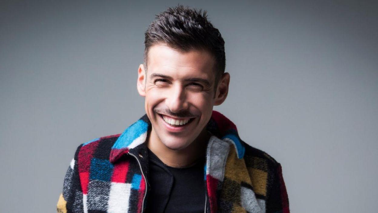 """Francesco Gabbani, Włochy, wygrał dwukrotnie """"Sanremo"""" i przygotowuje się do premiery swojego trzeciego albumu. Zaśpiewa piosenkę """"Occidentali's Karma"""" (fot. Eurovision.tv)"""