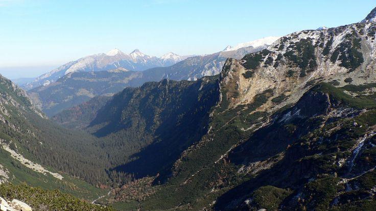 Szczątki odnaleziono wśród turystycznego ekwipunku w Dolinie Roztoki w Tatrach, fot.wikipedia.org/ToSter