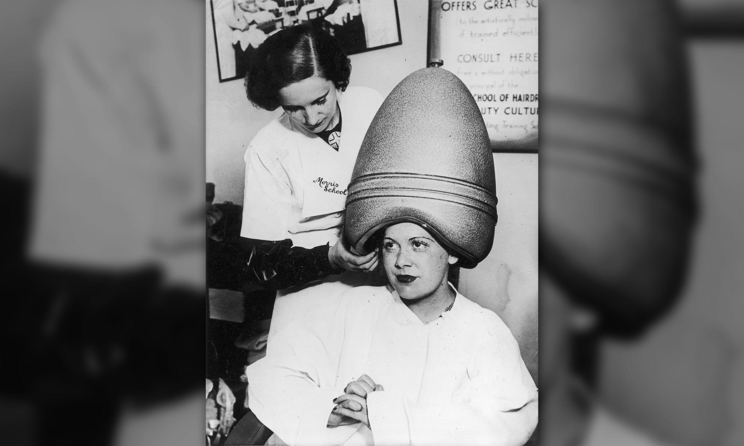 Nowy model profesjonalnej suszarki fryzjerskiej z 1935 roku (fot. mat.pras)