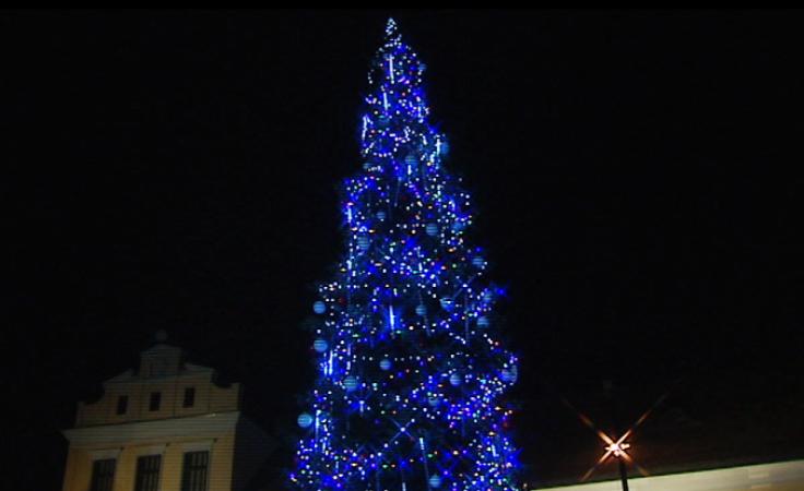 Tradycję bożonarodzeniowych spotkań pod żłóbkiem i przystrojoną choinką na stałe wprowadził Jan Paweł II