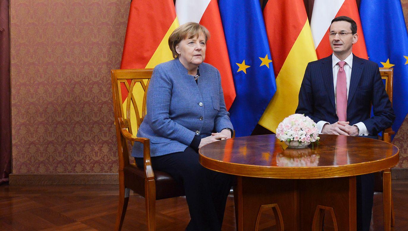 Premier RP Mateusz Morawiecki (P) i kanclerz Niemiec Angela Merkel (L) podczas spotkania w KPRM w Warszawie (fot.  PAP/Jakub Kamiński)