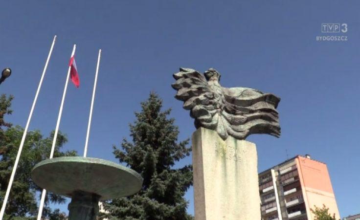Pomnik przed włocławską komendą policji nie zostanie usunięty