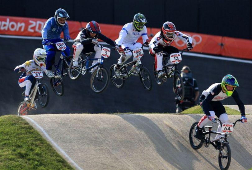 Rowerzyści w pogoni za prowadzącym Nicholasem Longiem (fot.Getty Images)