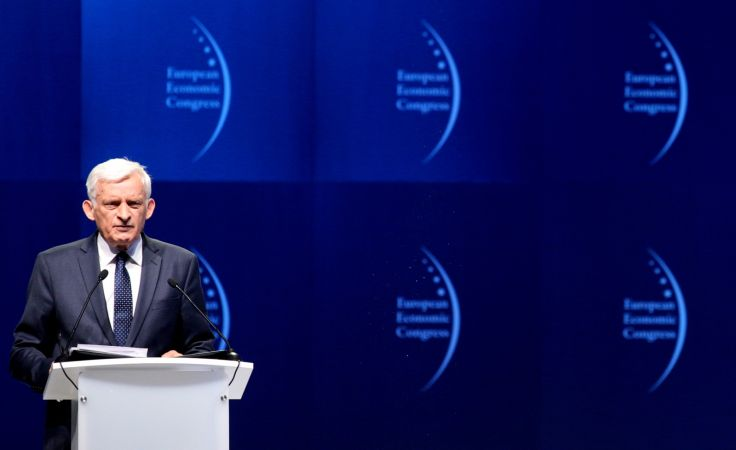 Jerzy Buzek podczas sesji inauguracyjnej VII Europejskiego Kongresu Gospodarczego fot. PAP/A. Grygiel