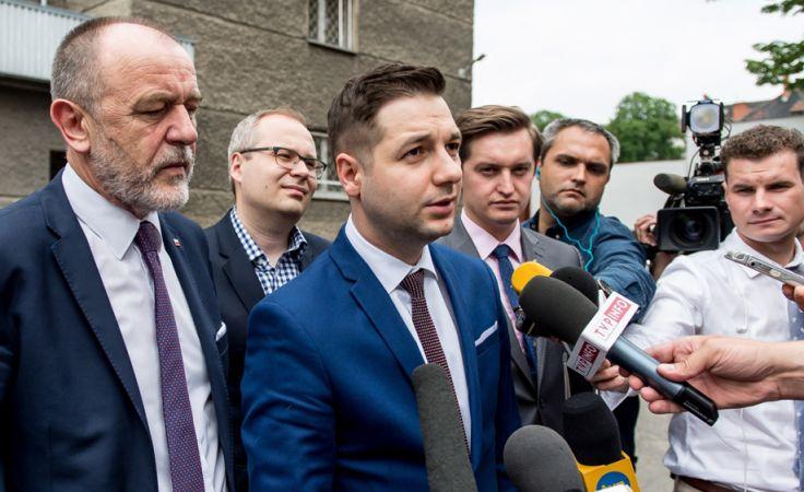 Członkowie komisji (fot. PAP/Maciej Kulczyński)