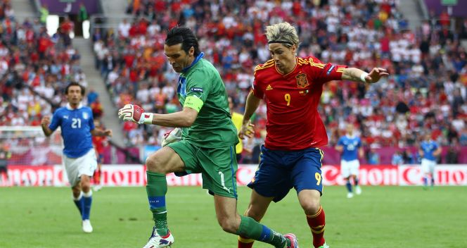 Fernando Torres i Gianluigi Buffon (fot. Getty Images)