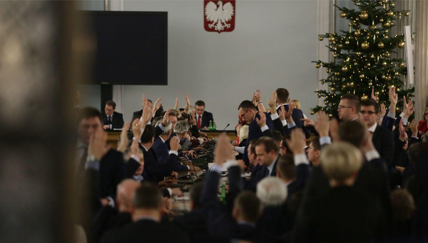 Przeniesione do Sali Kolumnowej posiedzenie Sejmu. Warszawa, 16.12.2016. (fot. arch.PAP/Tomasz Gzell)