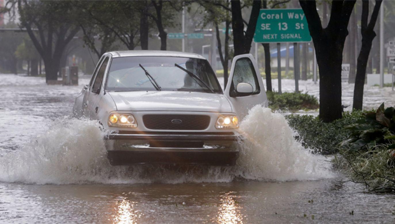 Wiele miejscowości w USA jest zalanych po przejściu żywiołu (fot. PAP/EPA/ERIK S. LESSER)