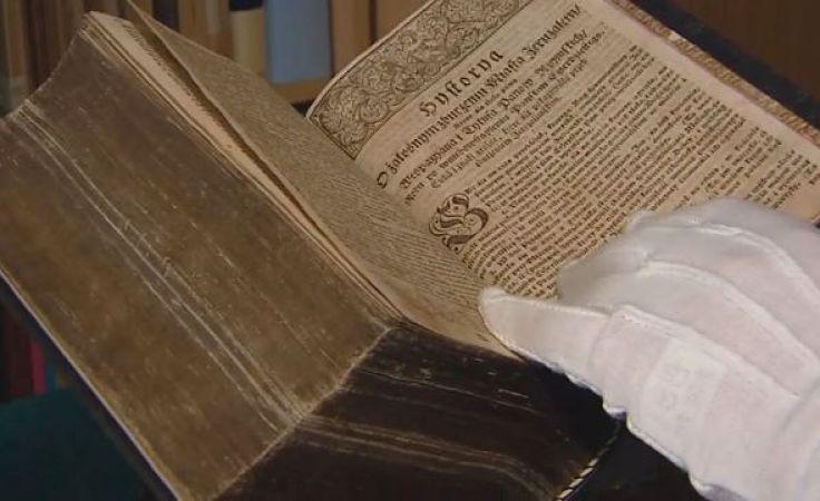 Biblie po renowacji. Wiekowe księgi odzyskały dawny blask