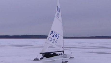 Na jeziorze Ontario w kanadyjskim Kingston startują mistrzostwa świata w żeglarstwie lodowym.