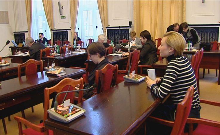 W 2015 roku mieszkańcy Łodzi za odbiór odpadów posegregowanych zapłacą 7 zł, a nieposegregowanych - 12 zł. Fot. ŁWD