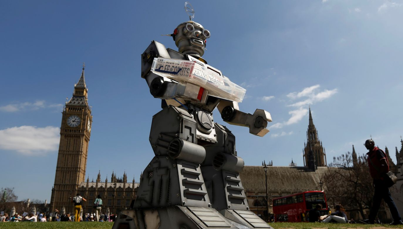 Roboty, które będą miały możliwość bez udziału człowieka atakowania celów na polu walki powinny być zakazane - twierdzą organizatorzy kampanii