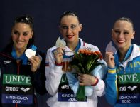 Andrea Fuentes, Natalia Iszczenko, Lolita Ananasowa na podium (fot. Getty Images)