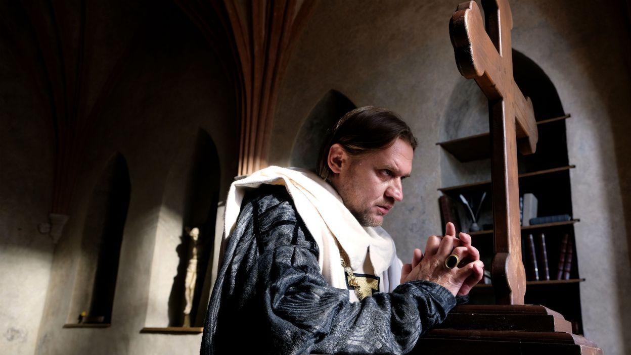 Okazuje się, że Ludolf ma problemy z psychiką. – Litwini to słudzy diabła – krzyczy i pogrąża się w modlitwie (fot. TVP)