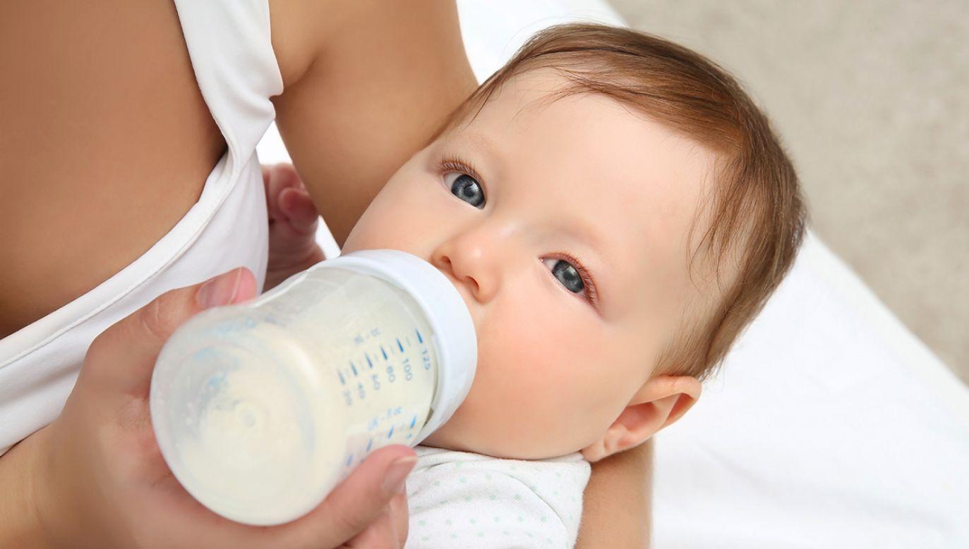 W Polsce mleko z tej fabryki było sprzedawane w drogeriach Rossmann (fot. Shutterstock/Africa Studio)