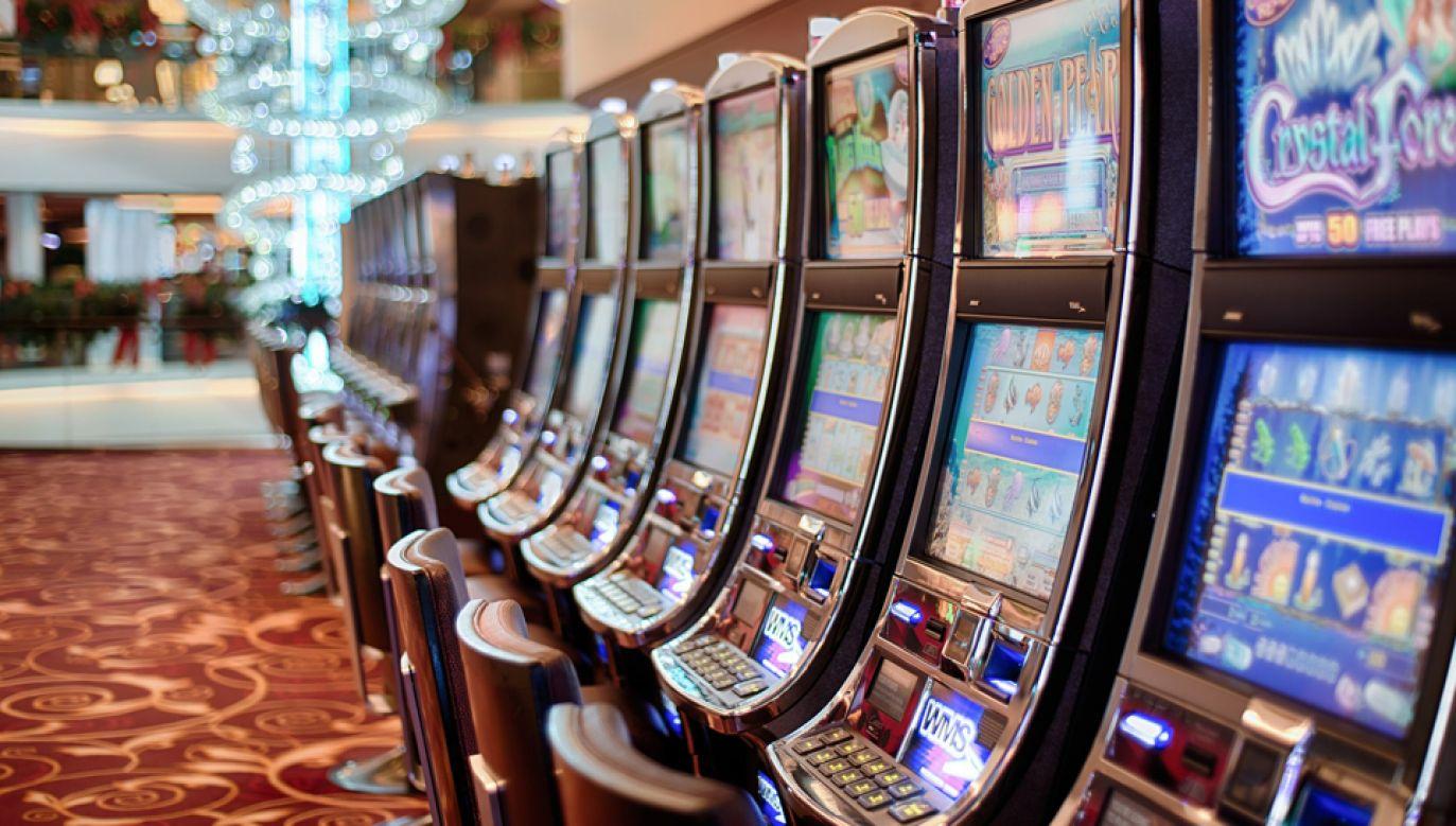 Wygrane na automatach, czy w grze w kości będą zwolnione z PIT – przewiduje projekt nowelizacji ustaw podatkowych  (fot. pixabay.com/stokpic)