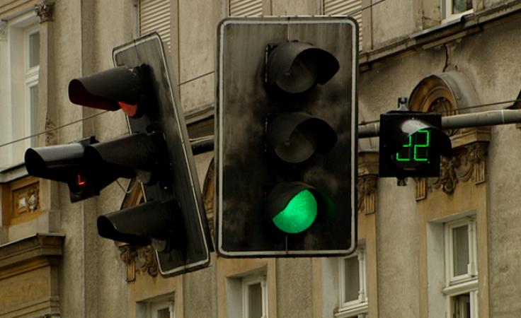 Za ile zielone? Test liczników czasu przy sygnalizacji świetlnej