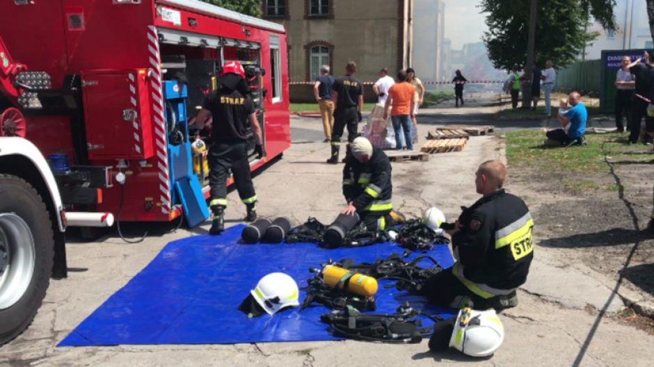 24 zastępy straży pożarnej walczyły z pożarem