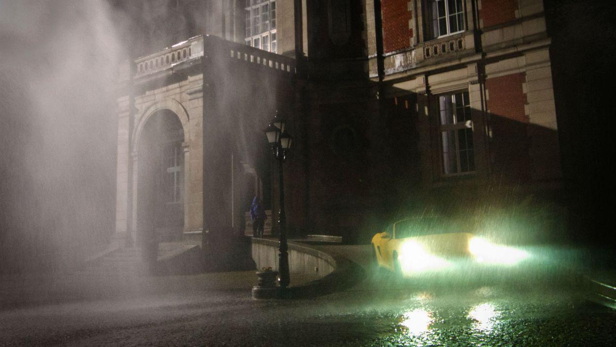 Pewnej deszczowej nocy ktoś kradnie samochód jednego z gości... (fot. Mirosława Łukaszek)