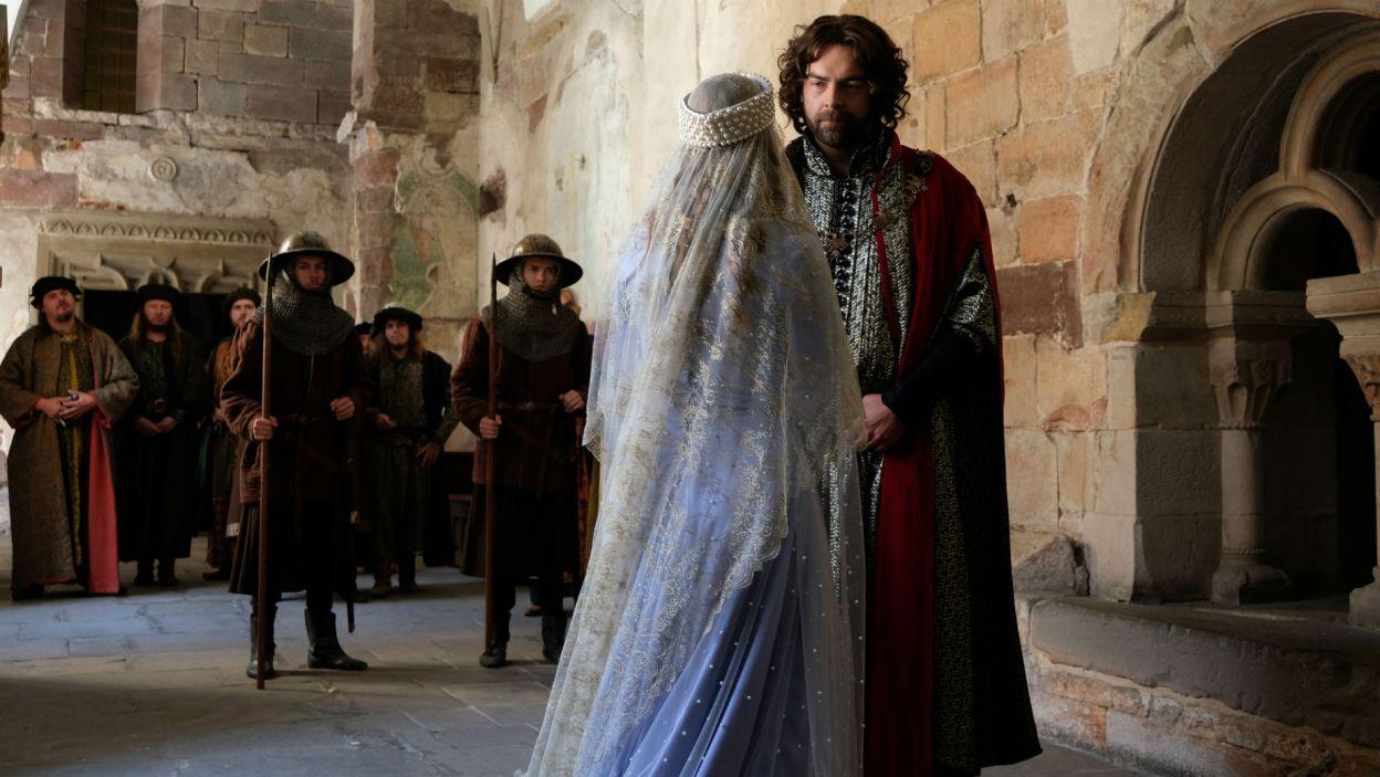 – Ufam, że Bogusław będzie dobrym mężem – mówi król Elżbietce (fot. TVP)