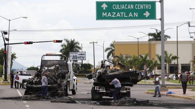 Pięciu meksykańskich żołnierzy zginęło w ataku członków kartelu narkotykowego na konwój wojskowy (fot. PAP/EPA/NOROESTE MAZATLAN)